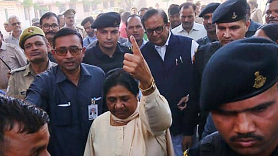 Lucknow (Uttar Pradesh), May 6 (ANI): Bahujan Samaj Party (BSP) Chief Mayawati cast her vote for the fifth phase of Lok Sabha Election 2019 at a polling Station in Lucknow on Monday. (ANI Photo)