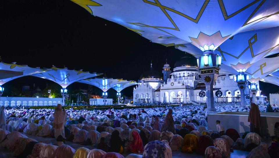 Muslims pray on the first night of the holy month of Ramadan at the Baiturrahman Mosque in Banda Aceh. Across the world, Muslims fast each day for the entire month of Ramzan, abstaining from food and drink from dawn to dusk. The month is aimed to draw worshippers closer to God through self-control, remembrance and humility. (Chaider Mahyuddin / AFP)