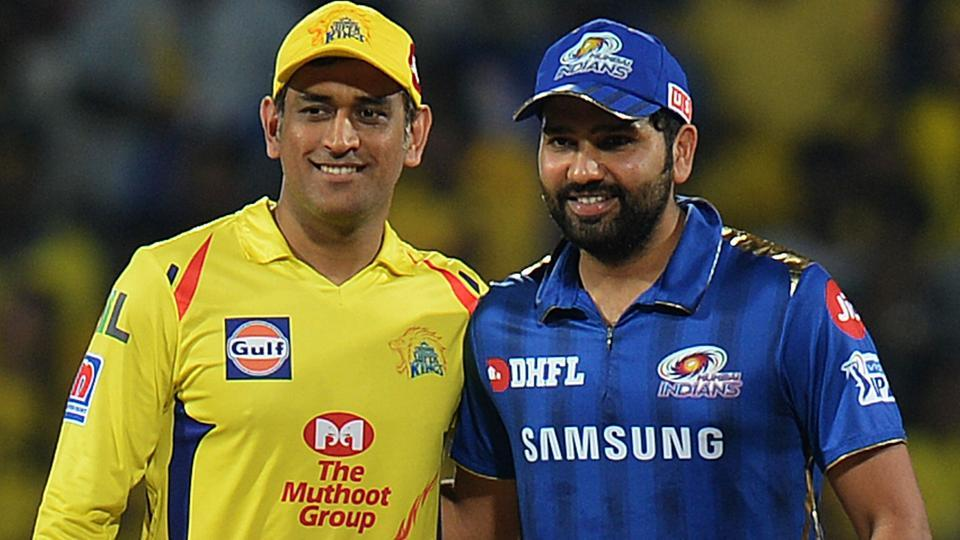 Chennai Super Kings captain Mahendra Singh Dhoni (L) and Mumbai Indian captain Rohit Sharma pose for a picture. (AFP)