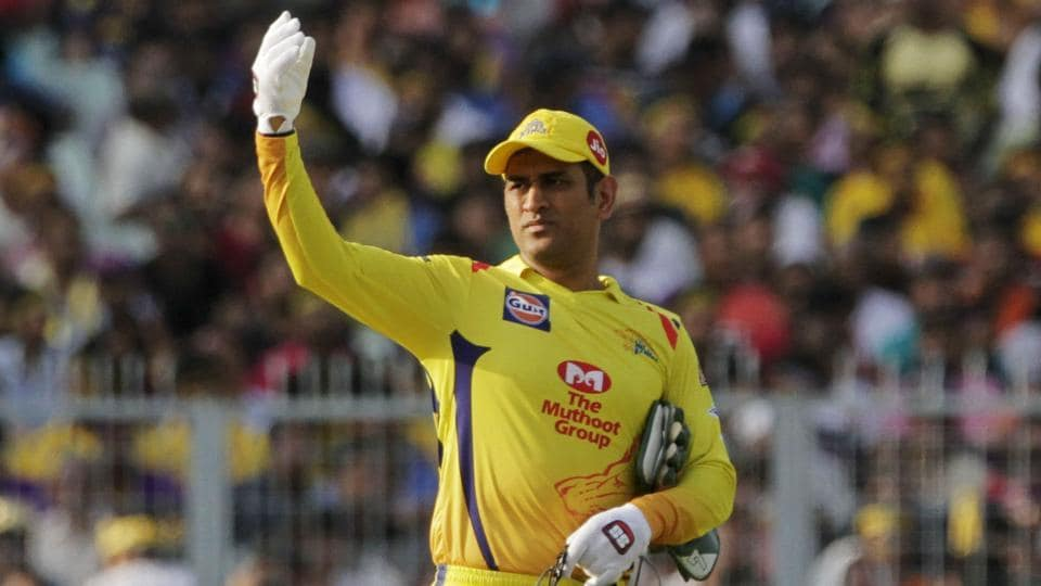 Chennai Super Kings' MS Dhoni gestures to fielders during the IPL 2019.
