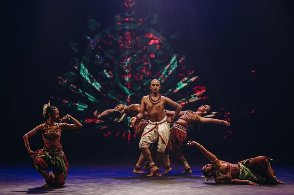 There's a lot about the classical performance that's different– there is group choreography rather than a solo performance, the moves are high-intensity, there are multimedia graphics and dramatic lighting.