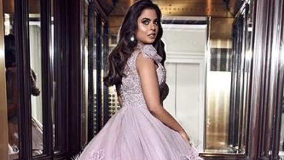 After giving some major fashion goals with her wedding outfit, Isha once again grabbed eyeballs at the 2019 Met Gala, looking every bit dreamy in a lilac gown, designed by Prabal Gurung.
