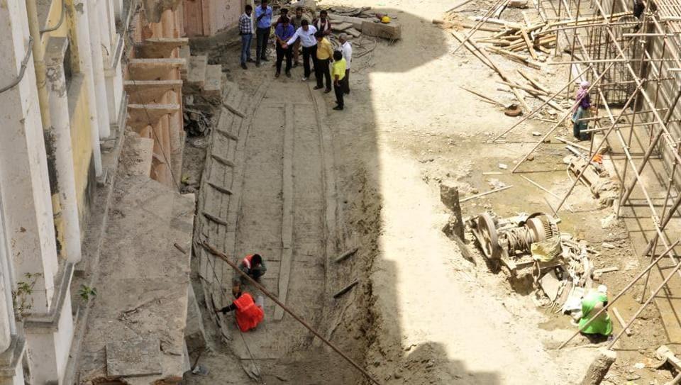 chhatar manzil,gondola unearthed at chhatar manzil,lucknow