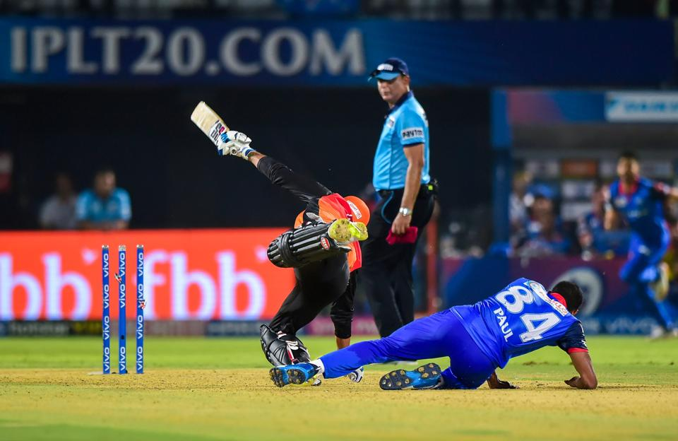 Visakhapatnam: SRH batsman Deepak Hooda collides with DC bowler Keemo Paul during the Indian Premier League 2019 (IPL T20) eliminator cricket match between Delhi Capitals (DC) and Sunrisers Hyderabad (SRH), at ACA-VDCA Cricket stadium in Visakhapatnam (PTI)