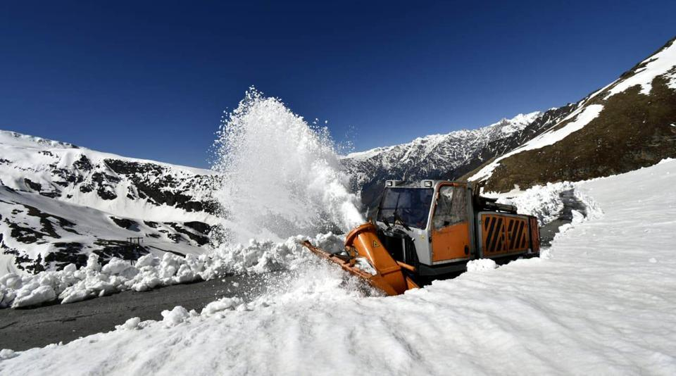 Rohtang closed to traffic after snow |Rohtang Pass Weather