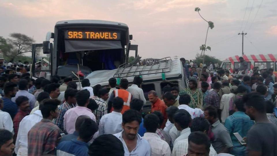 15 killed as SUV collides with bus in Andhra Pradesh's Kurnool