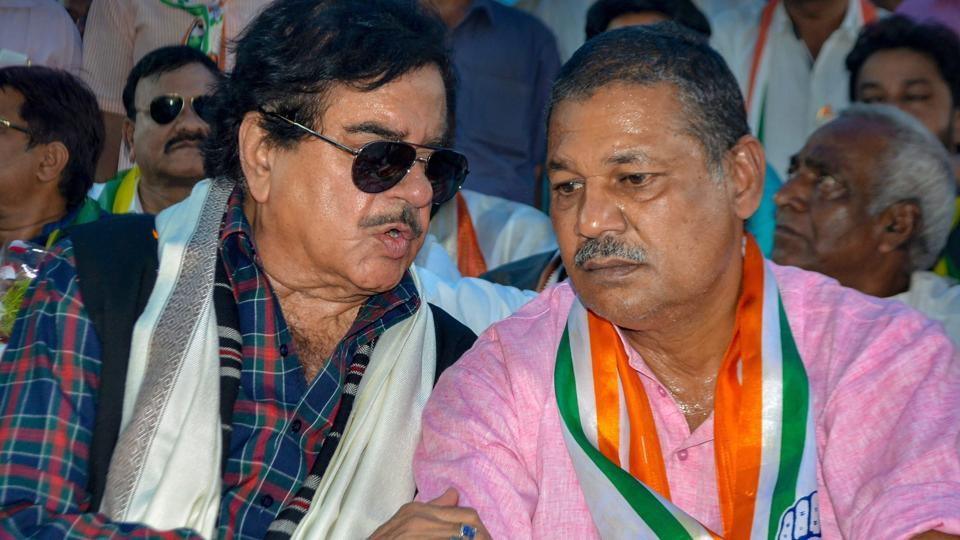 Congress leader Shatrughan Sinha with Kirti Jha Azad, the party candidate from the Dhanbad LokSabha seat,  at Dhanbad district, Thursday, May 9, 2019.