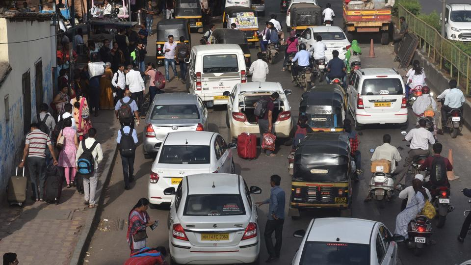 Experts feel that the entry of new cab operators will worsen the parking problem in the city.