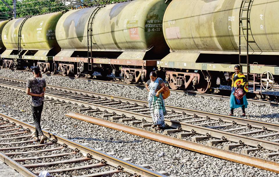 Pune,Central railway Pune division,track trespassing