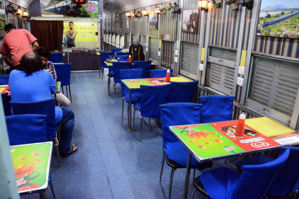 Pune,Deccan Queen,dining car