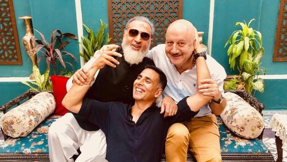 Akshay Kumar poses with Anupam Kher and Gulshan Grover.