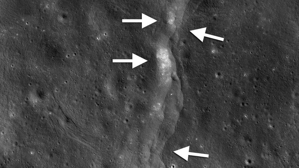 Moon,wrinkles on moon,tectonically active