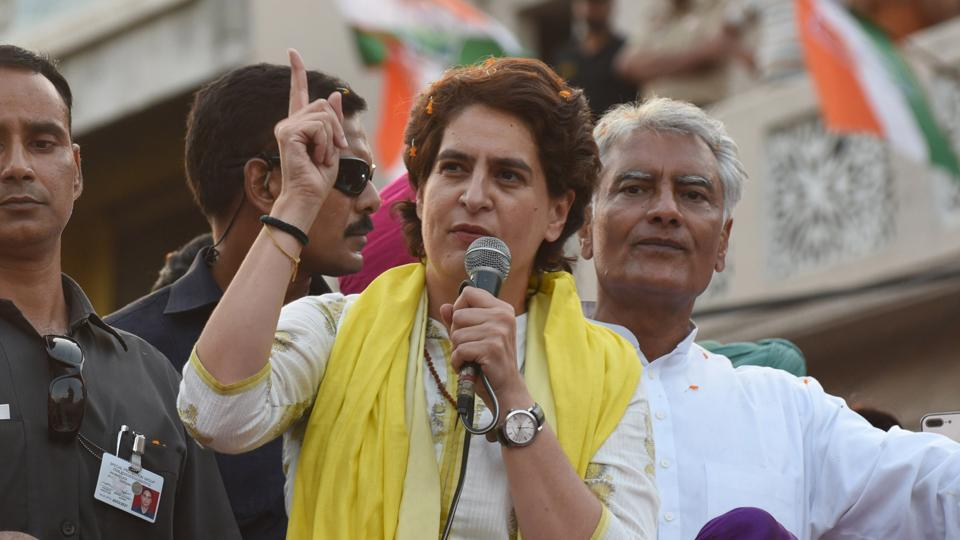 Pathankot, India- 14 May 2019::: Congress General Secretary Priyanka Gandhi Vadra with Punjab Chief Minister Captain Amarinder Singh, Punjab Local Bodies Minister Navjot Singh Sidhu and Congress candidate from Gurdaspur Sunil Jakhar during a roadshow ahead of Lok Sabha election in Pathankot on Tuesday. May 14, 2019. (Photo by Sameer Sehgal/Hindustan Times)