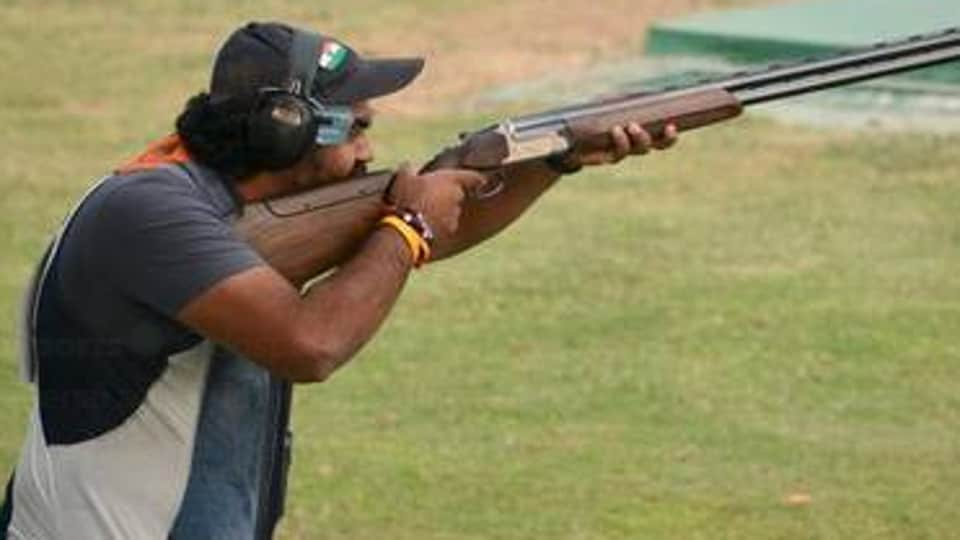 Indian shooters Kynan Chenai and Prithviraj Tondaiman lost the plot after leading on day one of qualifications, finishing 15th and 33rd, respectively, in the men's trap event of the ISSF World Cup in Changwon on Thursday.