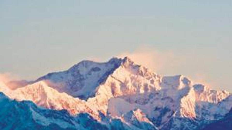 An expedition organizer says two Indian climbers on Mount Kanchenjunga (KAN'-chen-joonga) have died while attempts were being made to rescue them.