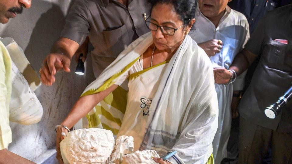 Prime Minister Narendra Modi and West Bengal Chief Minister Mamata Banerjee continued to lock horns over the vandalisation of a bust of Ishwar Chandra Vidyasagar.