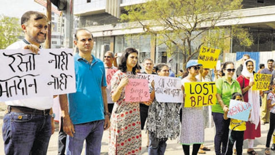 At least 700 residents from various societies in Baner-Pashan undertook a peaceful protest on February 23, demanding road widening and completion of the 120-foot Baner-Pashan link road which could ease traffic.