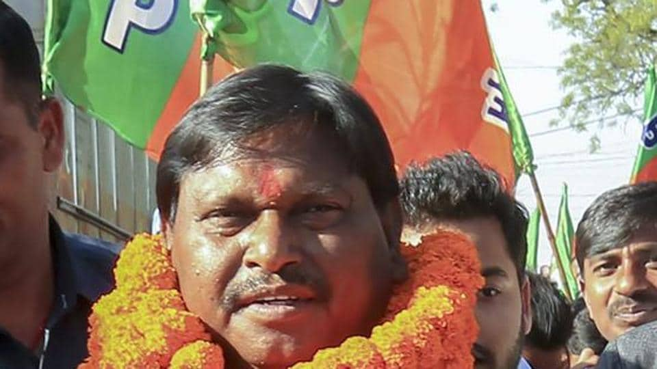 Giving the final thrust in the the general elections, former Chief Minister Arjun Munda canvases in the tribal-dominated Santhal Parganas.