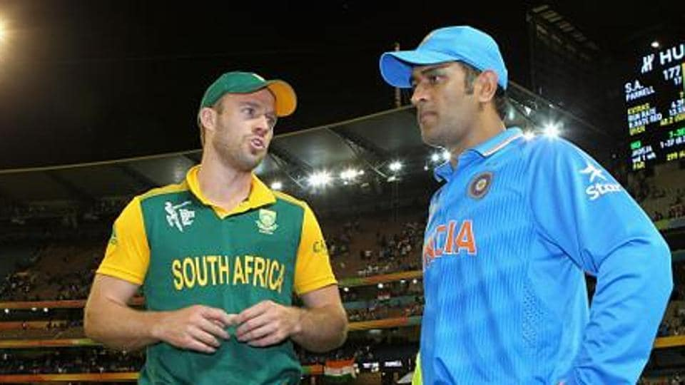 AB de Villiers of South Africa and MS Dhoni of India speak as they wait during the 2015 ICC Cricket World Cup match between South Africa and India at Melbourne Cricket Ground on February 22, 2015 in Melbourne, Australia.