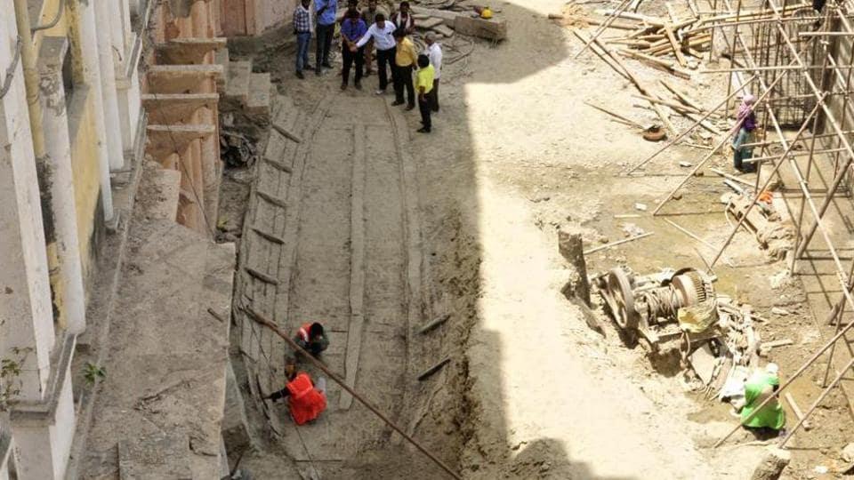 Gondola discovered at Chhatar Manzil still awaiting excavation