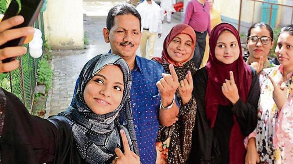 Lok Sabha Elections 2019: 'Day of celebration for us': Karachi-born Kashi sisters vote for first time