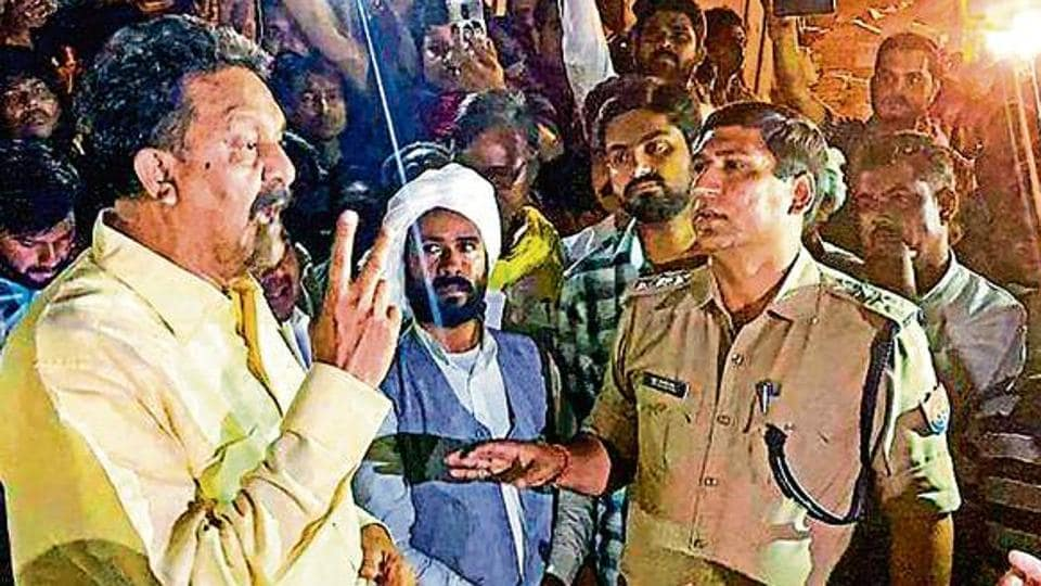 Samajwadi Party-Bahujan Samaj Party joint candidate from Ghazipur, Afzal Ansari, stages a protest outside the strongroom, alleging that the administration was trying to change EVMs