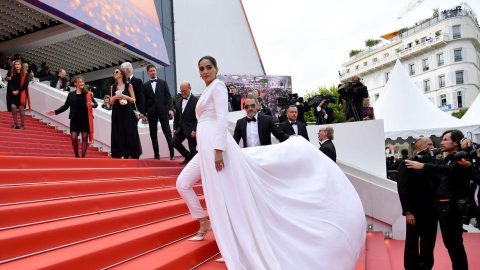 Sonam Kapoor,Sonam Kapoor Cannes,Cannes red carpet