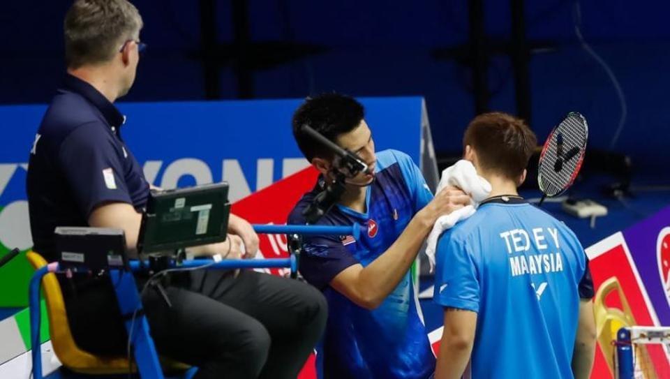 Sudirman Cup: Malaysia badminton player accidentally smashes partner's chin