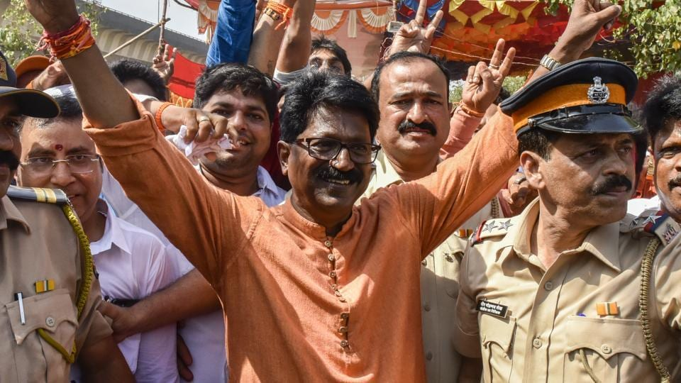 In a fierce fight in the Mumbai South constituency between Shiv Sena's Arvind Sawant, and Congress' Milind Deora, Sena managed to retain this seat, winning by a margin of 1,00,067 votes, the lowest among the six constituencies of Mumbai.