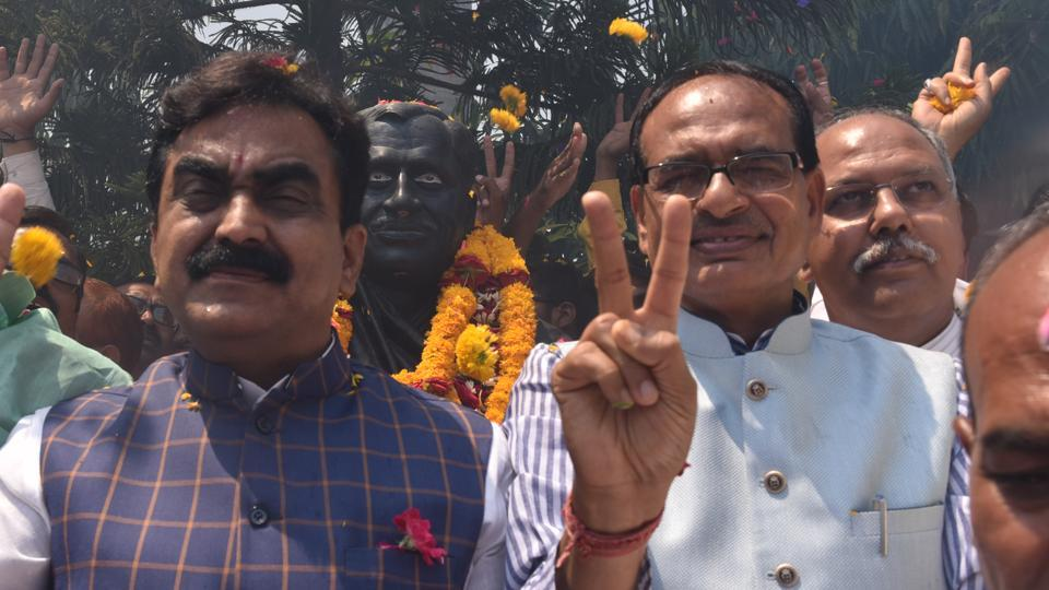 BJP leaders Shivarj Singh Chouhan along with others celebrate party's victory in Lok Sabha elections 2019, at BJP office, in Bhopal, on Thursday, May 23, 2019.