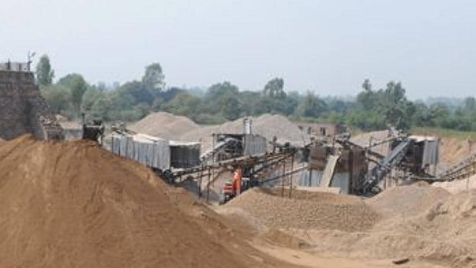Illegal miners,bunds on Yamuna