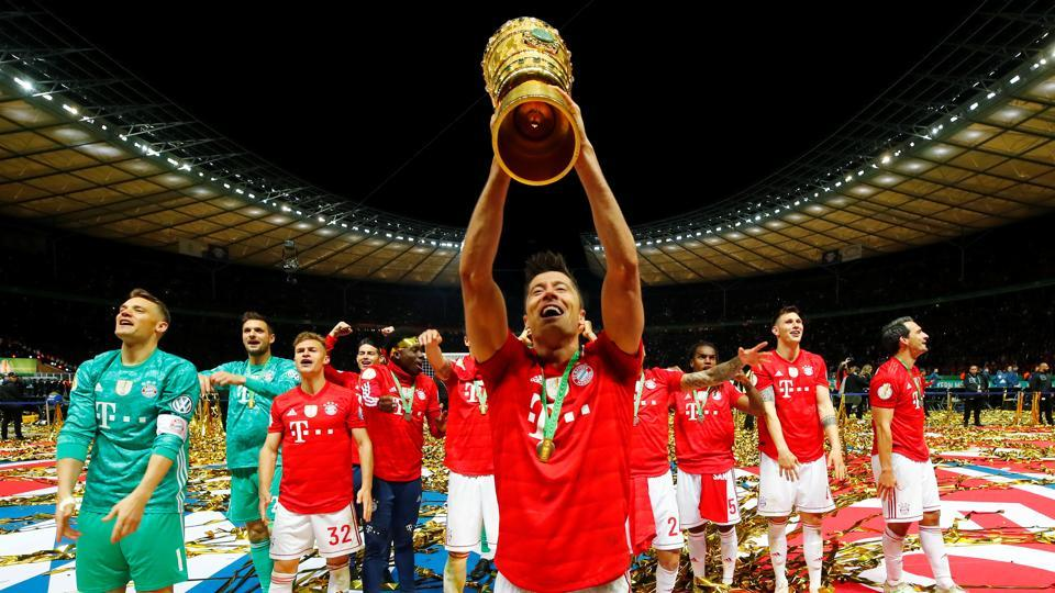 DFB Cup - Final - RB Leipzig v Bayern Munich - Olympiastadion, Berlin, Germany - May 25, 2019 Bayern Munich's Robert Lewandowski and team mates celebrate winning the final with the DFB cup.