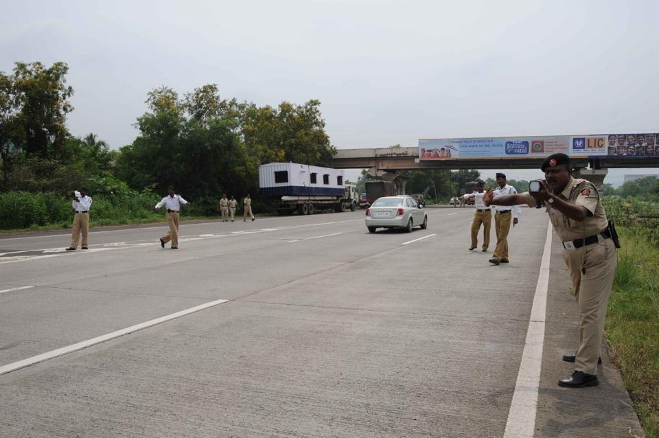 Maharashtra highway traffic police check speed of vehicles on Mumbai-Pune Expressway.