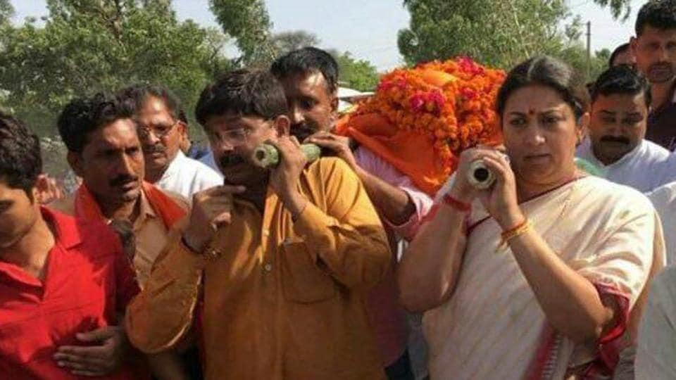 BJP MP from Amethi constituency Smriti Irani was one of the pall bearers of party woker Surendra Singh who was shot dead in Amethi on Sunday, May 26, 2019.
