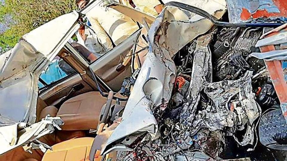 2 Pune residents dead as truck crashes into SUV in Ahmednagar