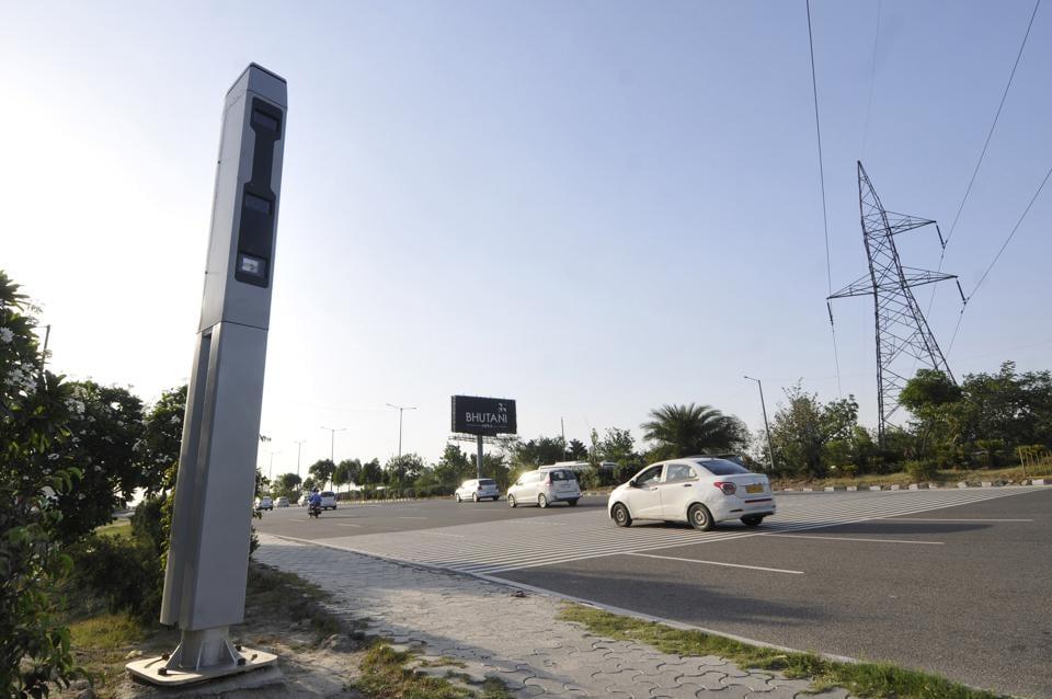 noida traffic police,radar based camera in noida,traffic violations in noida