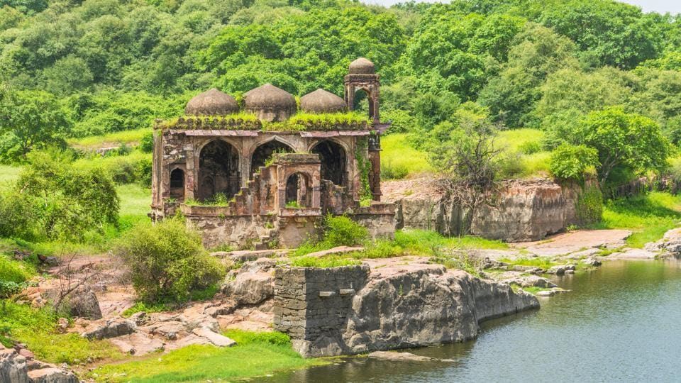 colonial mindset,conserving heritage monuments,heritage monuments