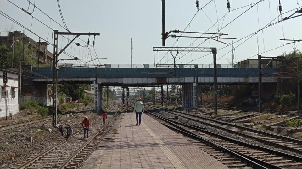 The road overbridge at Dombivli was supposed to be shut for repair work on Monday, but Kalyan-Dombivli Municipal Corporation (KDMC) has decided against closing it.
