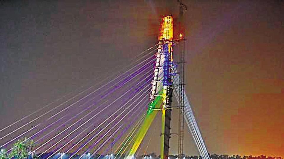 A view of illuminated Signature Bridge over Yamuna river, in New Delhi. (Photo by Sonu Mehta/ Hindustan Times)