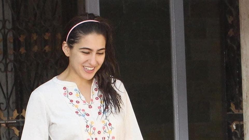 Sara Ali Khan's white kurta can be recreated at approximately Rs 2200.
