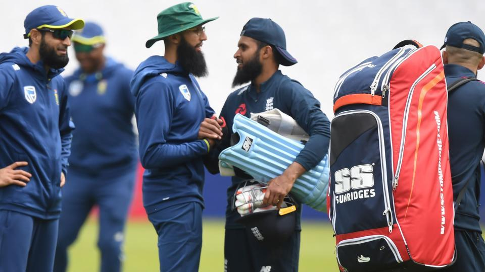 South Africa's Hashim Amla (CL) chats to England's Adil Rashid (CR) during a training session on the eve of their opening match of the ICC Cricket World Cup against England, at The Oval in London on May 29, 2019.