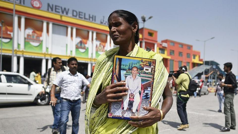Bina Diggar, 55, holds a photograph of her husband Matal Diggar who was allegedly killed in political violence in West Bengal as she arrives to take part in PM Modi's swearing-in ceremony, at New Delhi Railway Station in New Delhi. Fifty-four family members reached New Delhi Railway Station to participate in the swearing-in ceremony at 7 pm at the Rashtrapati Bhavan. (Biplov Bhuyan / HT Photo)