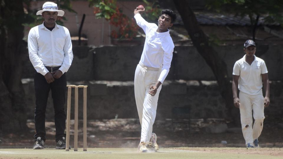 Rajwardhan Undre's 4-wicket burst in three overs helped Club of Maharashtra to secure four-wicket victory over Dastur Boys.