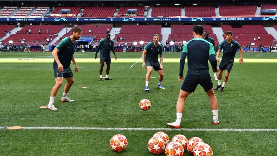 Tottenham Hotspur's take part in a training session at the Wanda Metropolitano Stadium in Madrid on May 31, 2019 on the eve of the UEFA Champions League final football match between Tottenham Hotspur and Liverpool FC.