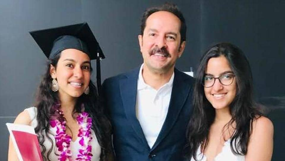 Shahab Durazi with his daughters.