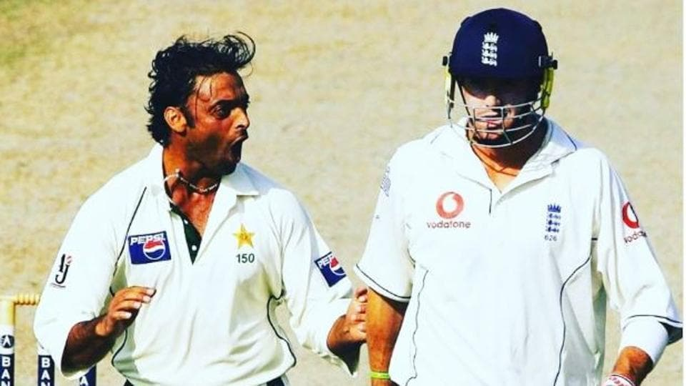 Kevin Pietersen's twitter exchange with Shoaib Akhtar on how should Pakistan play