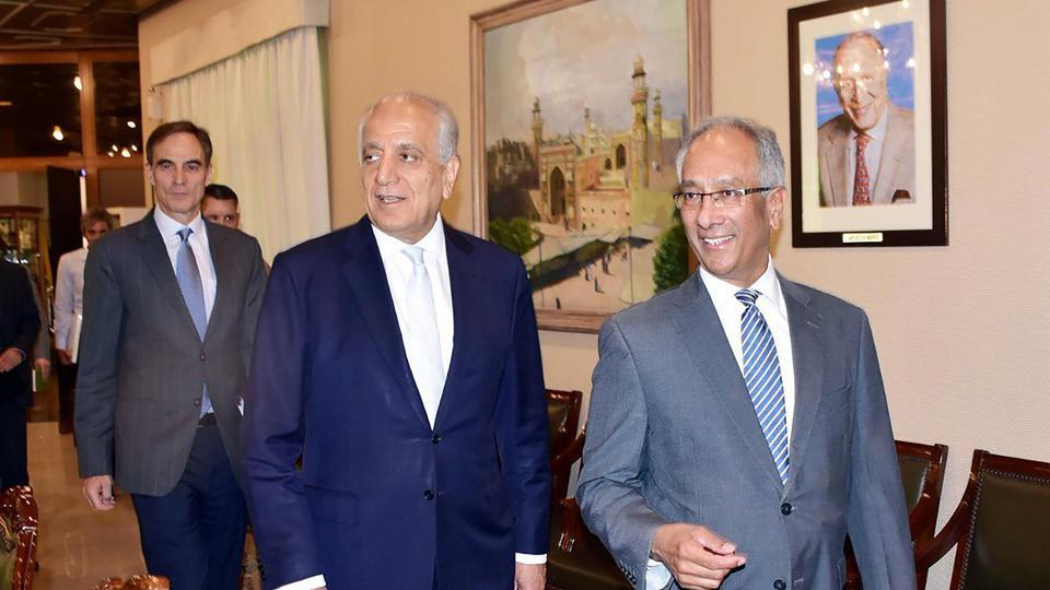 US envoy Zalmay Khalilzad, the US Special Representative for Afghanistan Reconciliation (C) arrive with Pakistan's Foreign Affairs Additional Secretary Aftab Khokhar (R) at the Foreign Ministry in Islamabad