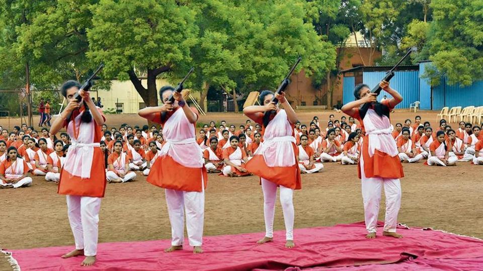 The Vishwa Hindu Parishad members had gathered at Ankush chowk in Yamunanagar in Nigdi at 5pm on Sunday and marched to Thakare ground in the same area.
