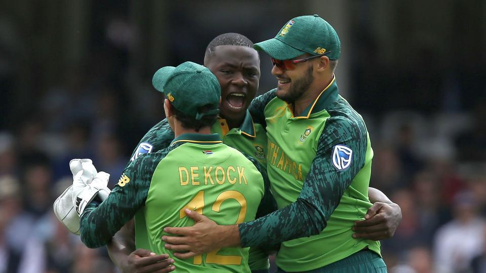 South Africa's Kagiso Rabada (C) celebrates with teammates after taking the wicket of England's Joe Root for 51 runs during the 2019 Cricket World Cup group stage match between England and South Africa at The Oval in London on May 30, 2019. (Photo by Ian KINGTON / AFP) / RESTRICTED TO EDITORIAL USE