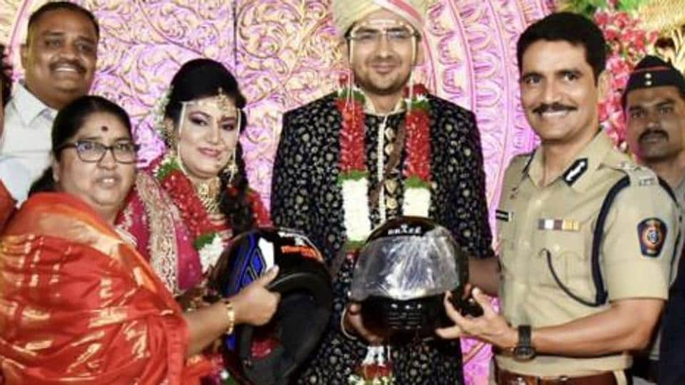 Commissioner of Police Vishwas Nangare Patil gifted helmets to this newlywed couple.